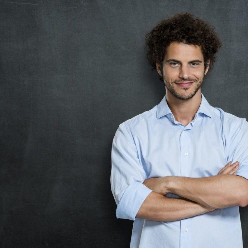 Lehrer vor Tafel
